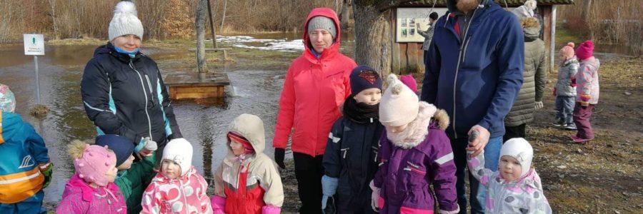 Lasteaia lastega väljasõit Polli loomaaeda ja Tuhala kaevu külastus.